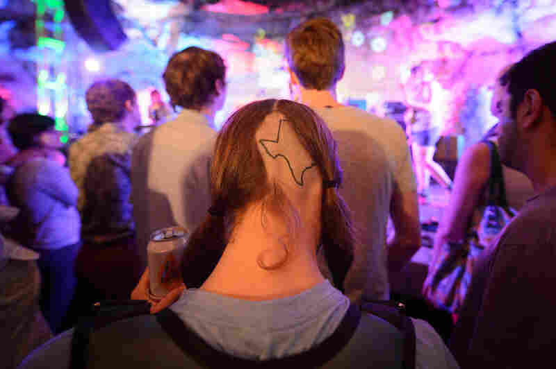 Don't mess with Texas ... tattooed on the back of someone's head.