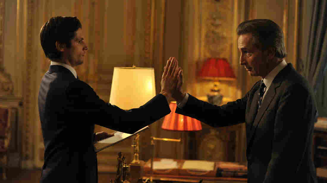 Arthur (Raphael Personnaz) is a new hire at the French Ministry of Foreign Affairs, where Alexandre Taillard de Worms (Thierry Lhermitte) is the eccentric foreign minister.