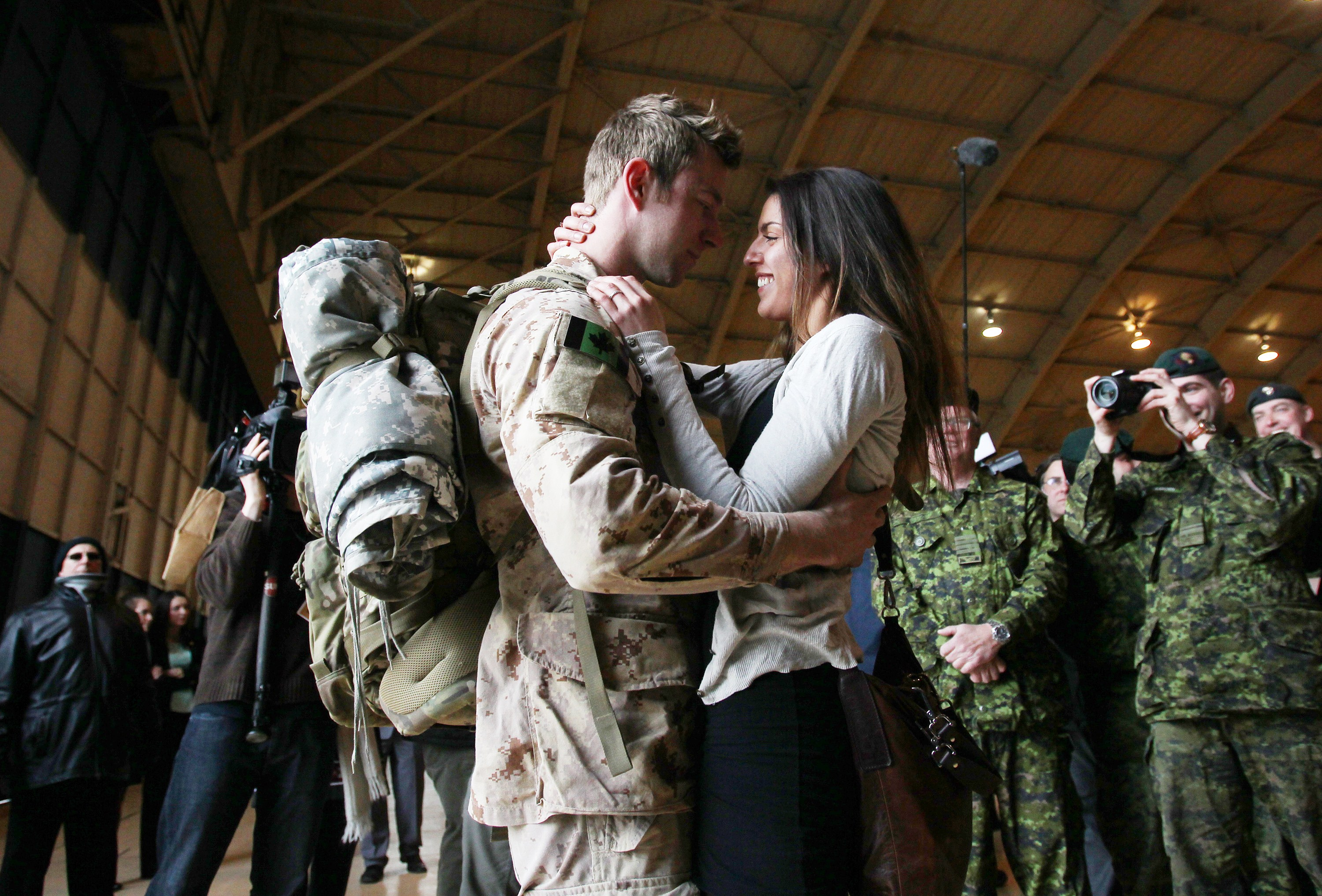 MCpl Anthony Alliot and Sarah Tooth kiss after the last Canadian troops from Afghanistan returned at Ottawa International Airport.