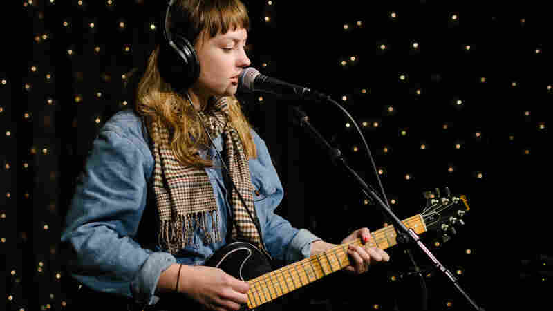 Angel Olsen, 'Sweet Dreams' (Live)