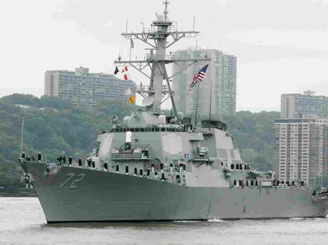 A 2004 photo of the USS Mahan, a guided missile destroyer, as it moves up the Hudson River in New York.