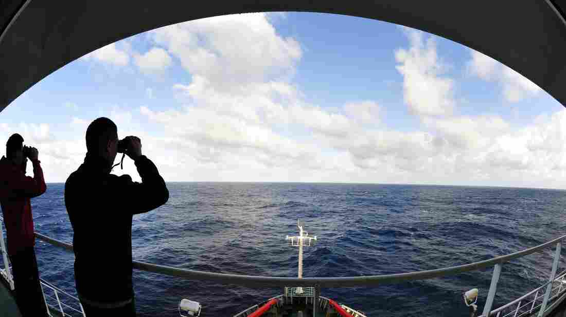 Crew members on the Chinese icebreaker Xue Long scanned the southern Indian Ocean on Wednesday as they assisted in the search for Malaysia Airlines Flight 370. Earlier this year, the Xue Long assisted in the rescue of more than 50 scientists and paying passengers from a ship that got stuck in the Antarctic Ocean.
