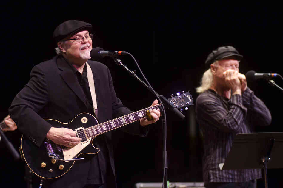Nicholson is backed by guitarist Colin Linden (of Blackie and the Rodeo Kings) and the Mountain Stage Band.