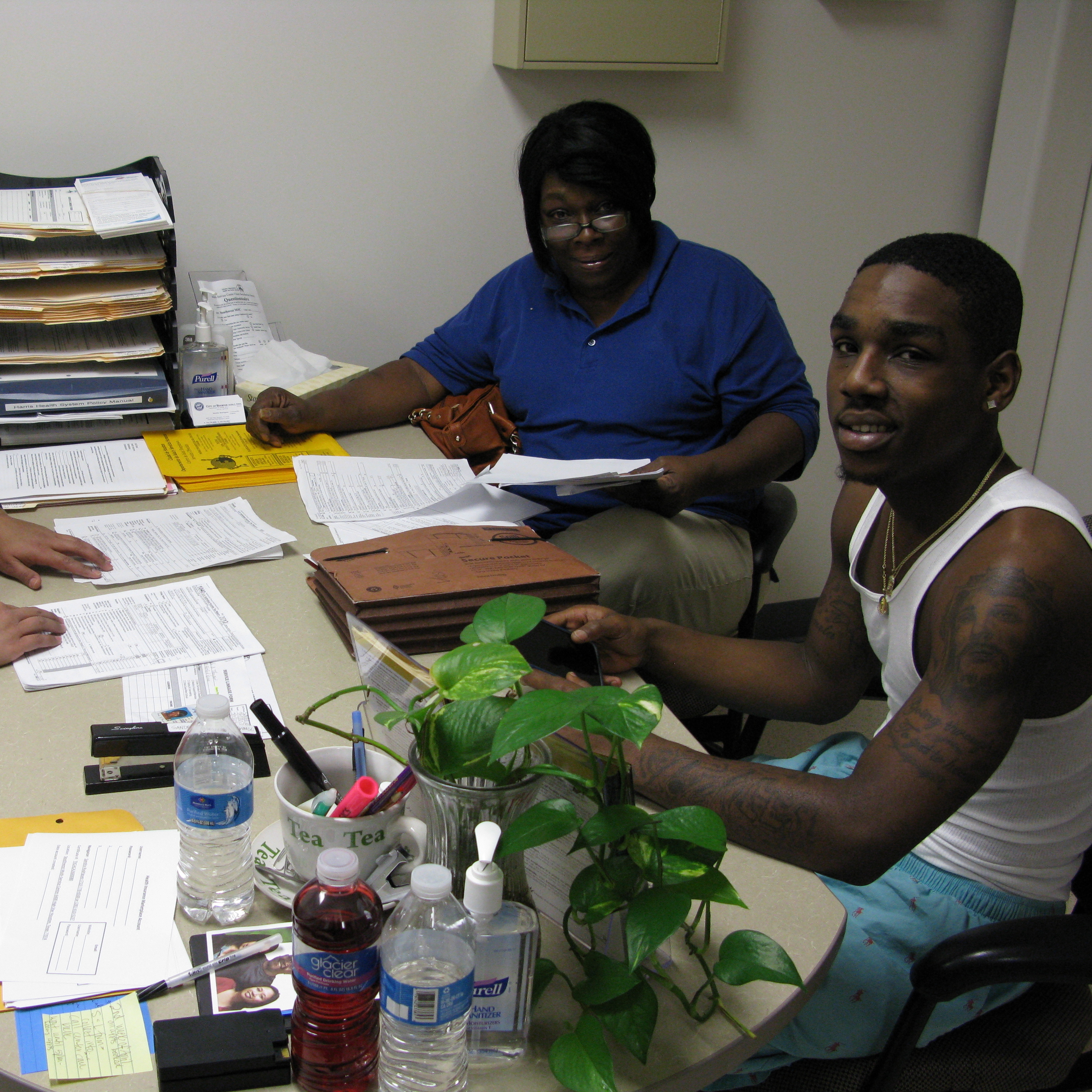 Sandra Rodriguez, a health care navigator for the city of Houston, helps Pamela Thompson and her son Charles Slater evaluate their insurance options on Monday.