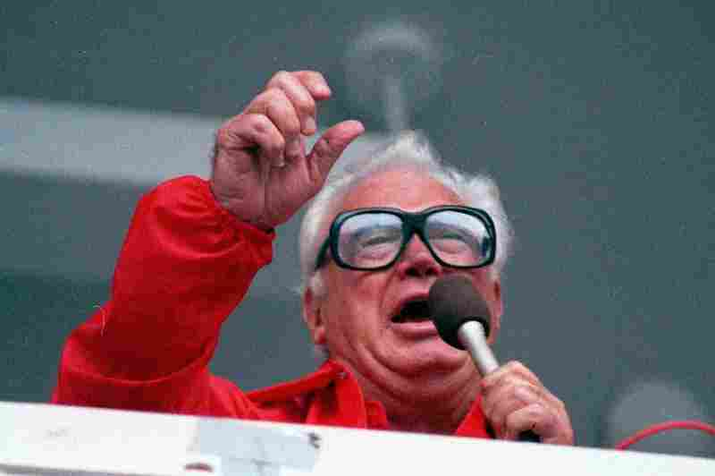 """Longtime Cubs broadcaster Harry Caray sings """"Take Me Out to the Ballgame"""" during the seventh-inning stretch in 1989."""