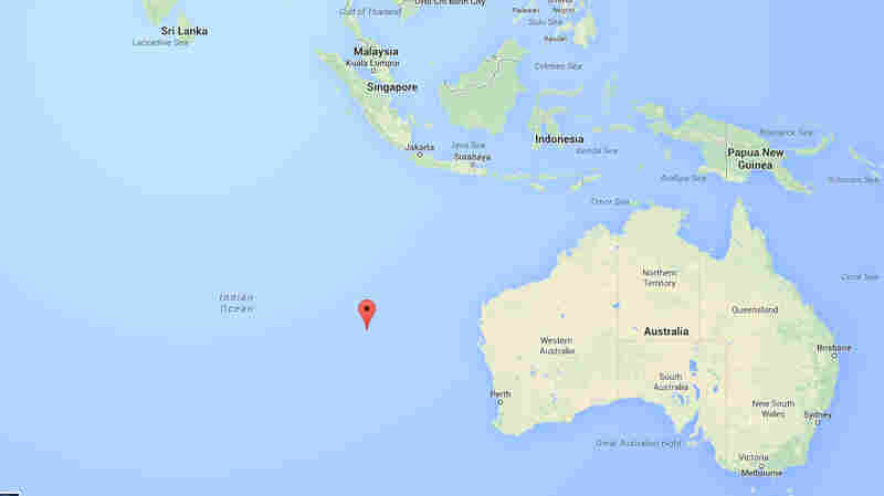A map shows the location of a pulse signal that was reportedly detected by a Chinese patrol ship searching for Malaysia Airlines flight MH370.