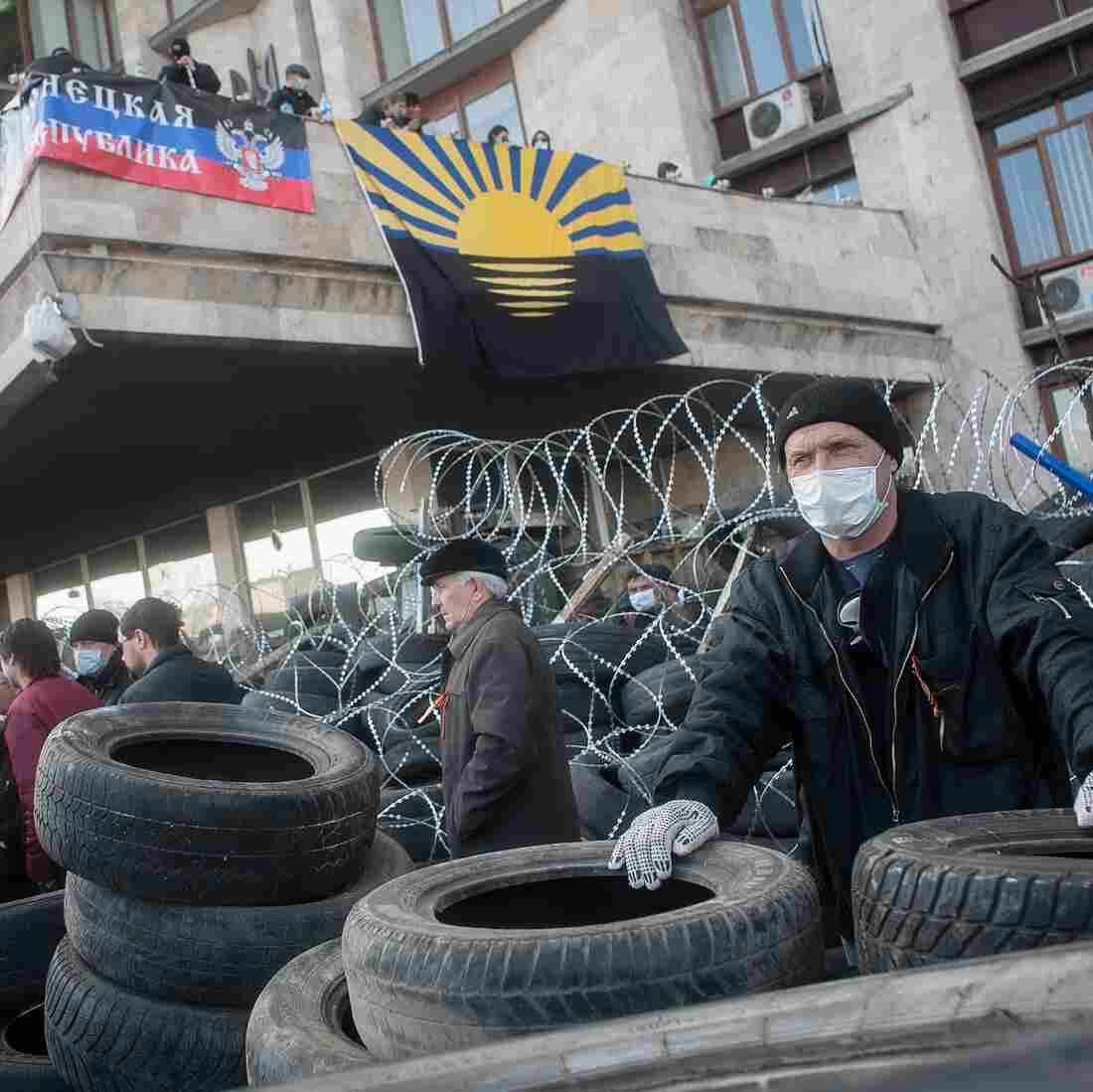 Mob In Ukraine Seizes Provincial Building, Declares Independence