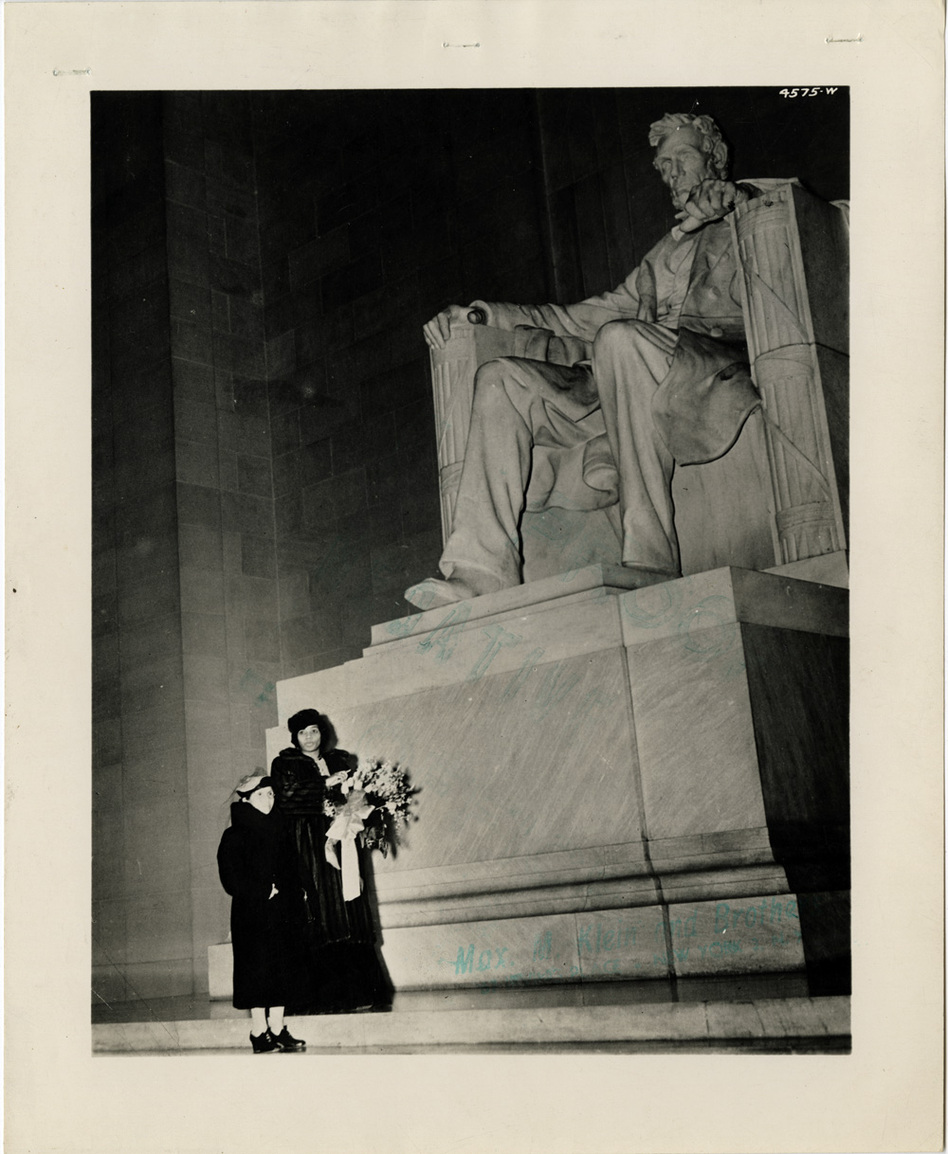 Anderson and her mother, Anna Anderson, at the Lincoln Memorial, April 9, 1939. (University of Pennsylvania)
