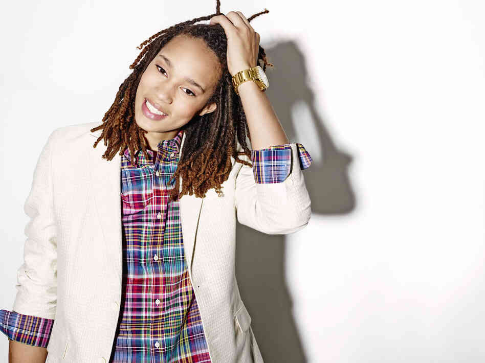 Brittney Griner In A Dress Coming Out In Basketba...