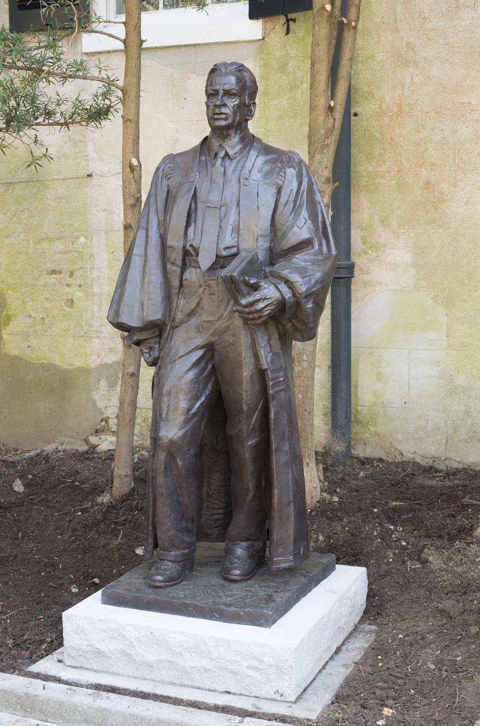 Sculptor Richard Weaver created this life-sized sculpture of federal judge J. Waties Waring. (Rick Rhodes/Courtesy of the J Waties Waring Statue Committee)