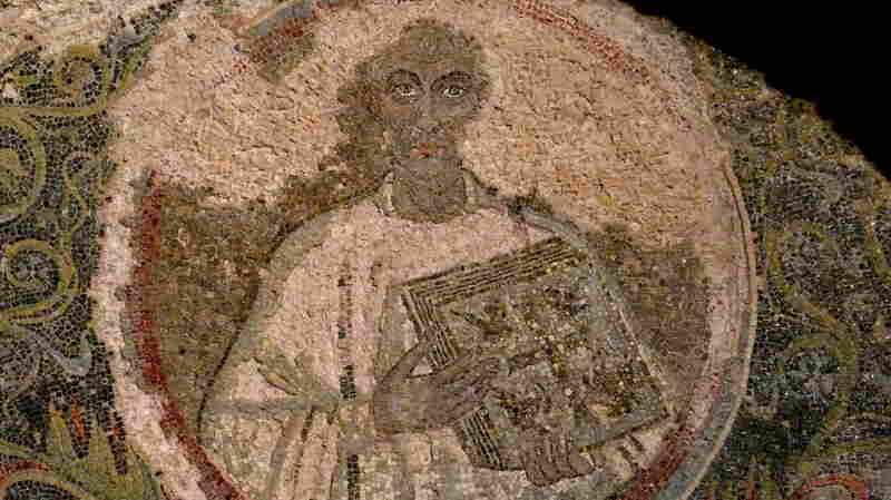 In the restored San Gennaro catacombs, mosaics like this are lit with high-tech lighting paid for by grants from big corporations.