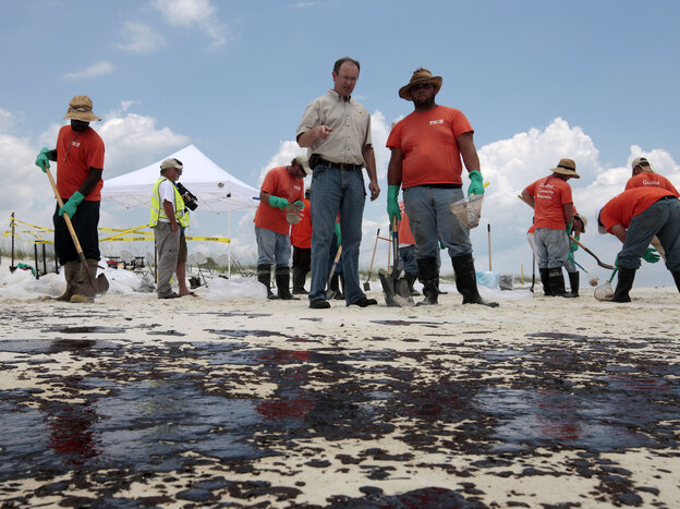 BP Mobile Incident Commander Keith Seilhan talks with oil cleanup workers in Gulf Shores, Ala., in July 2010. Seilh