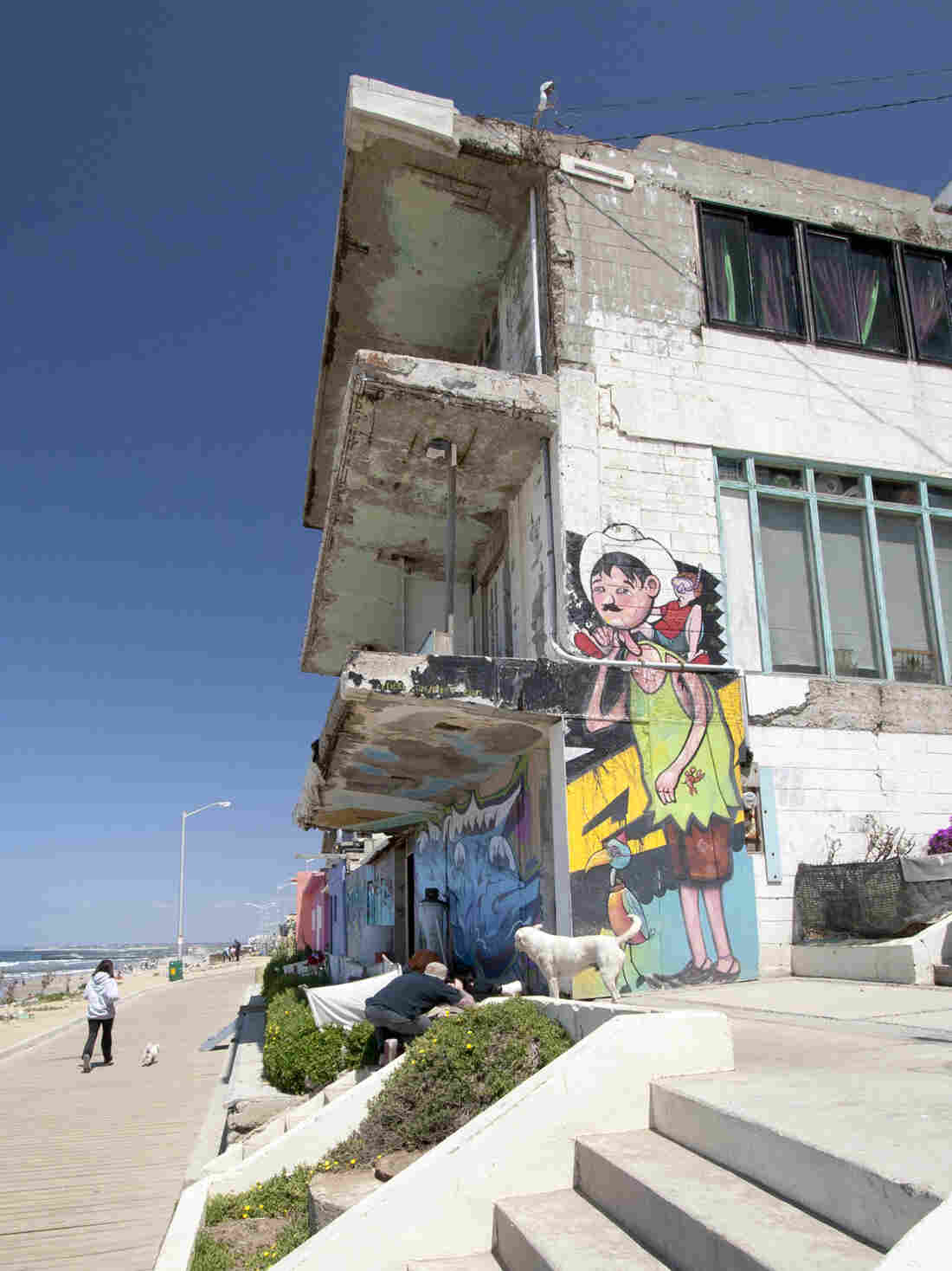 Alfonso Delgadillo's (aka El Norteno) piece in Playas de Tijuana. El Norteno likes to paint scenes of everyday life, like a father spending the day at the beach with his son.
