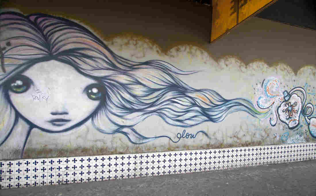 It's easy to spot one of Gloria Muriel's (aka Glow) murals in Tijuana. Her signature is a woman's face: big expressive eyes and wild hair.