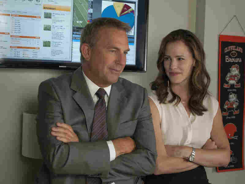 Kevin Costner plays the general manager of the Cleveland Browns and Jennifer Garner his girlfriend and salary cap manager in Draft Day.