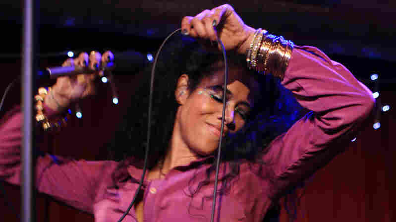 Kelis gets down during her performance at Apogee Studios in Santa Monica, Calif.