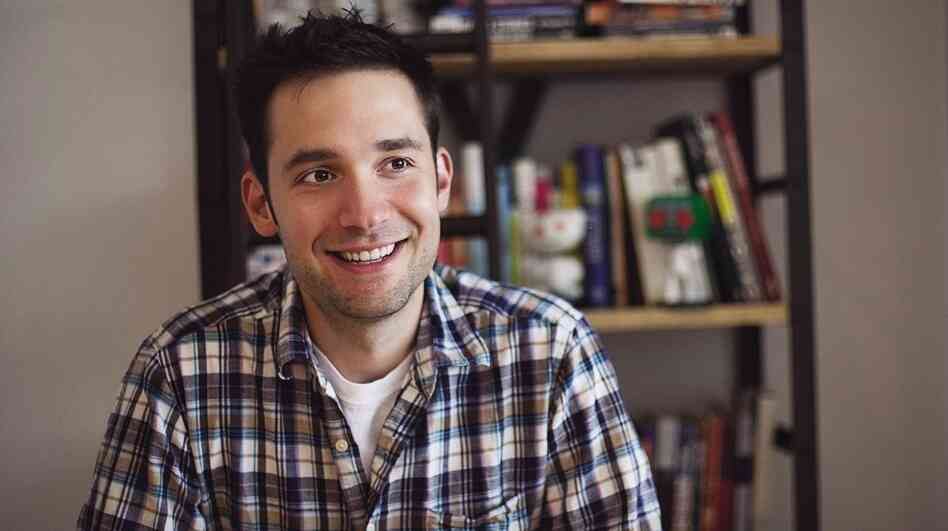Co-founder of the Internet startup Reddit, Alexis Ohanian, says he and his partner had no connections and little money when they started the now-popular site.