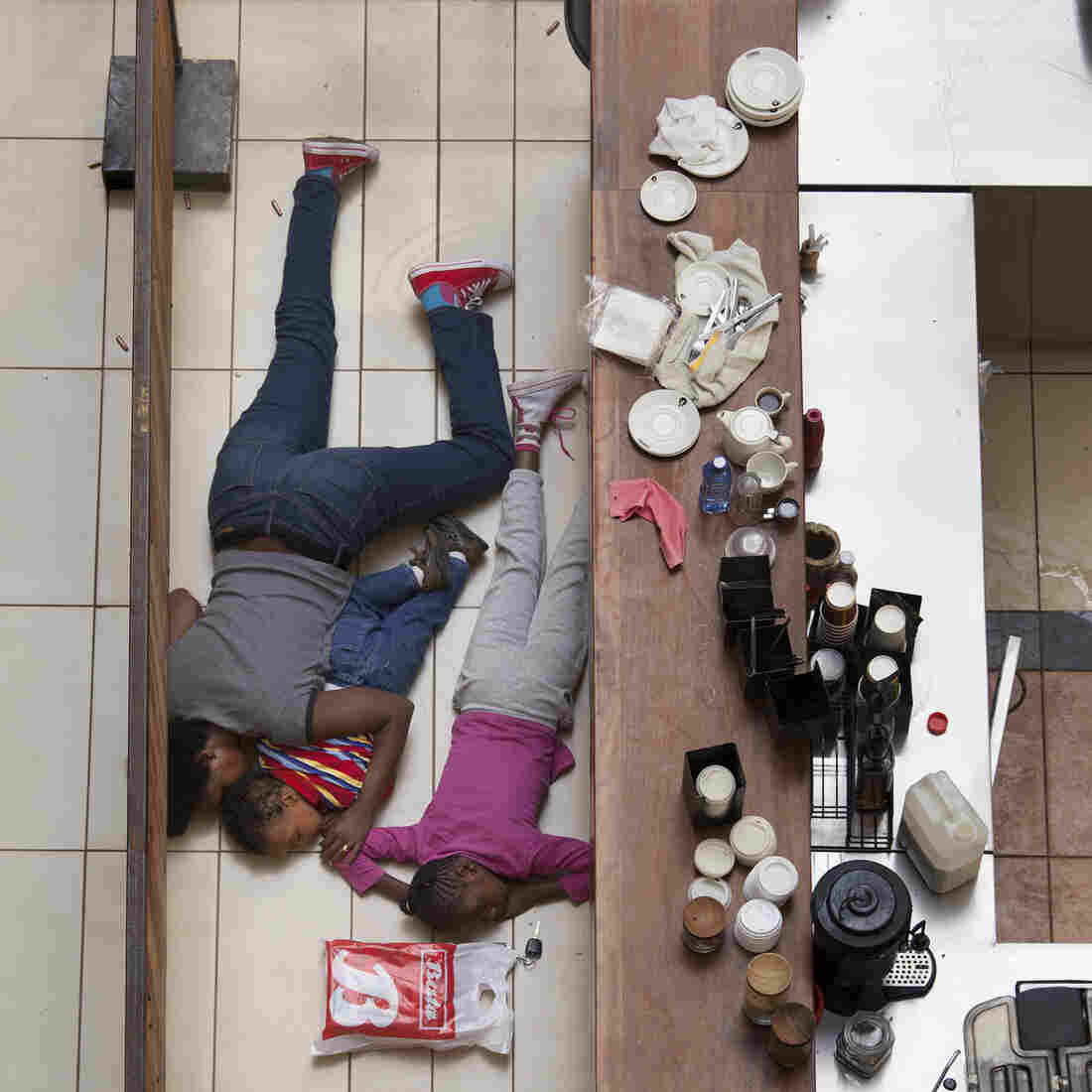 Tyler Hicks Tells The Story Behind His Pulitzer-Winning Nairobi Mall Photos
