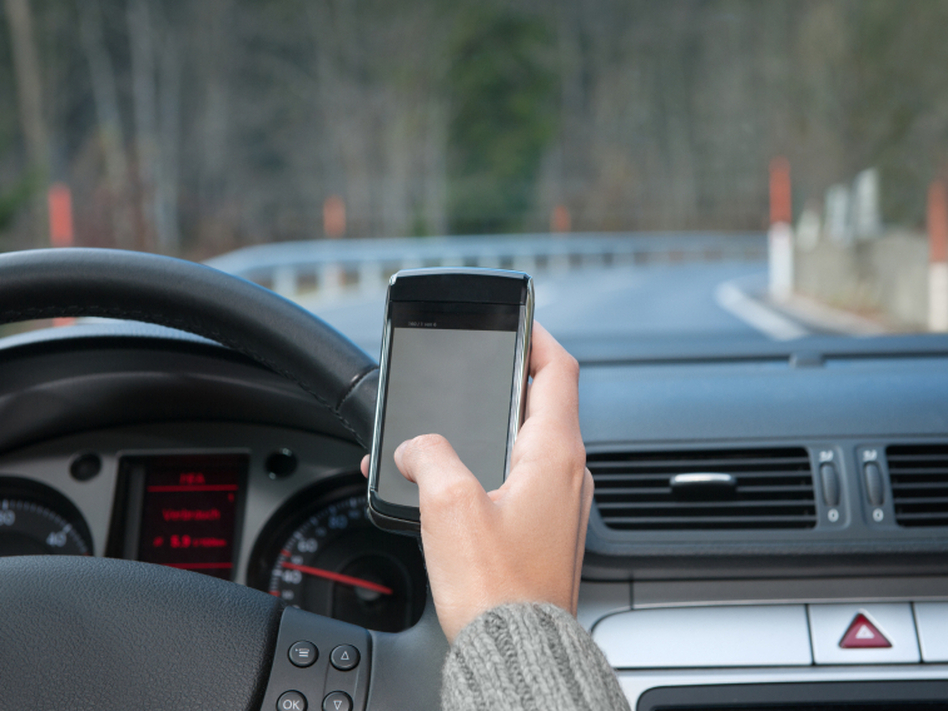 using mobile while driving essay Should People Be Allowed to Use Mobile Phone While Driving?