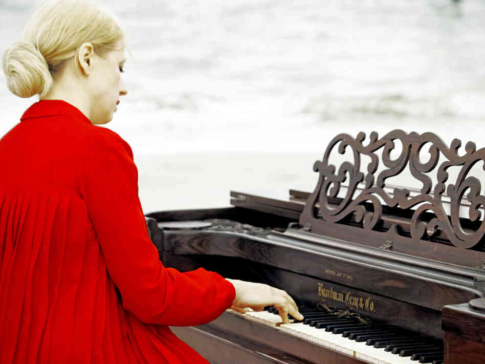 Valentina Lisitsa's new album, Chasing Pianos, features music from Michael Nyman's score to the 1993 film The Piano.
