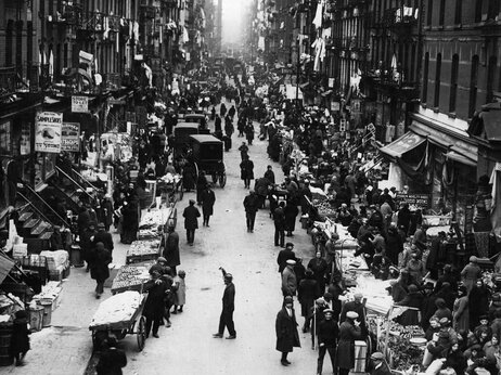 The pushcart market in the East Side Ghetto of New Yorks Jewish Quarter was a hive of activity in the early 1900s.