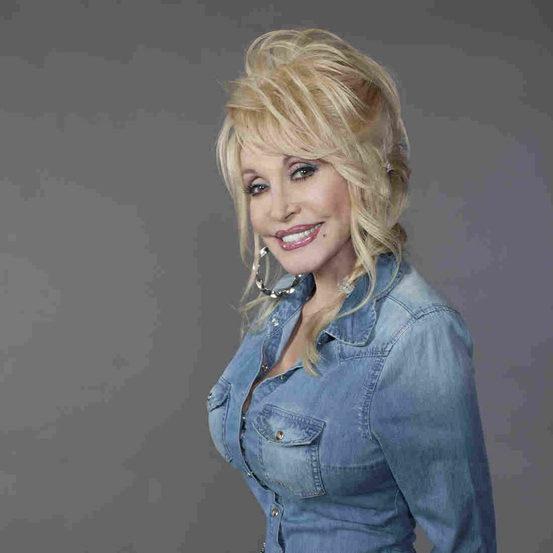 First Listen: Dolly Parton, 'Blue Smoke'
