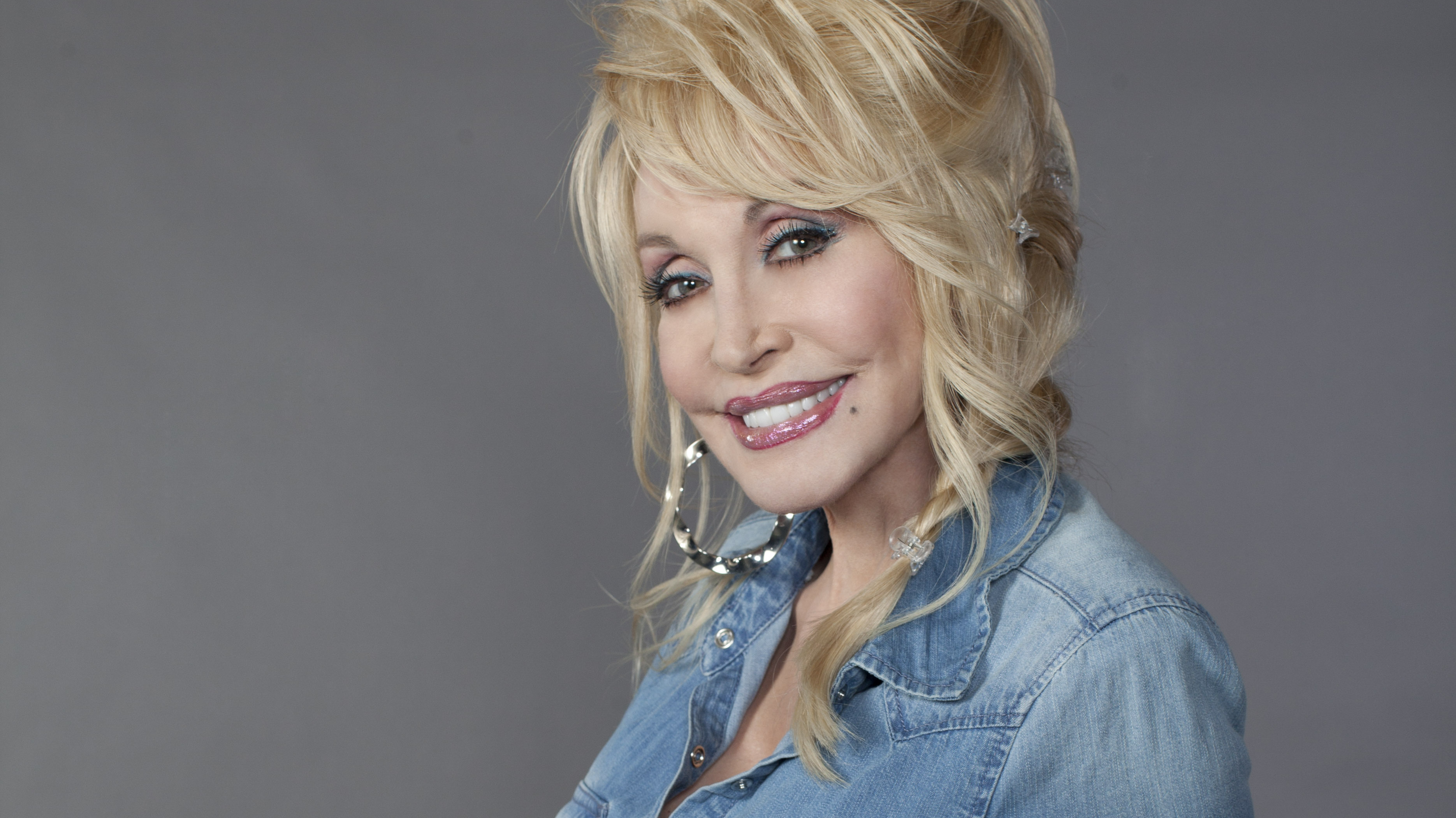 Dolly Parton: First Listen: Dolly Parton, 'Blue Smoke' : NPR