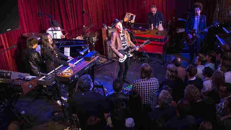 Beck, 'Blue Moon' (Live)