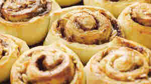 """When leaving the oven, these """"money buns"""" look like they're made of gold."""