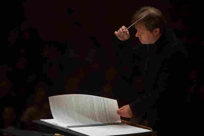 """Adams describes the piece as """"An ocean of sound ... working in waves of orchestral sound that ebb and flow ... and every now and then there are these big tsunamis of sound, when all the crests of all the waves coincide."""""""