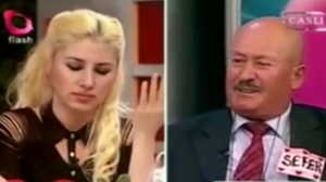 Sefer Çalınak (right) and the host of Flash TV's Ne Çıkarsa Bahtına (The Luck of the Draw).