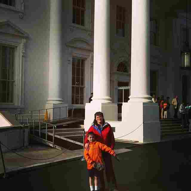 Picture in front of the white house.