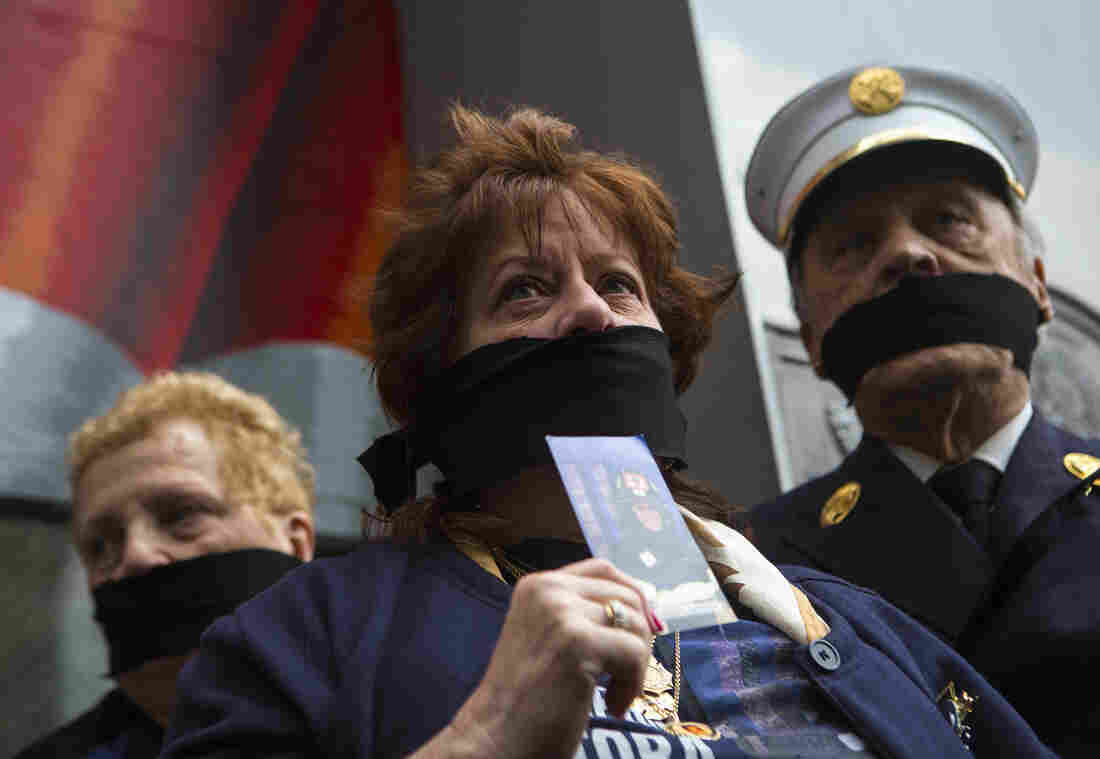 Family members of victims of the Sept. 11 attacks demonstrate against the decision to transfer the unidentified remains to a repository at the World Trade Center site.
