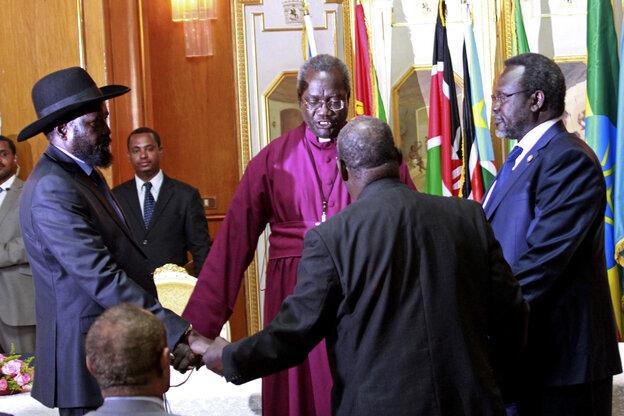South Sudan's President Salva Kiir (left) and rebel leader Riek Ma