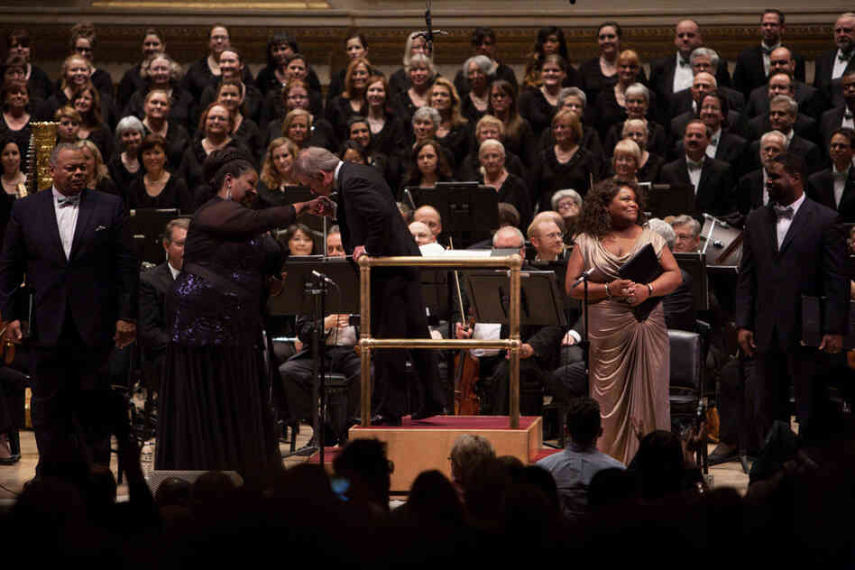 The soloists, orchestra and chorus acknowledge the audience's warm applause for the Dett oratorio — which was a New York premiere, 77 years after the piece was written.