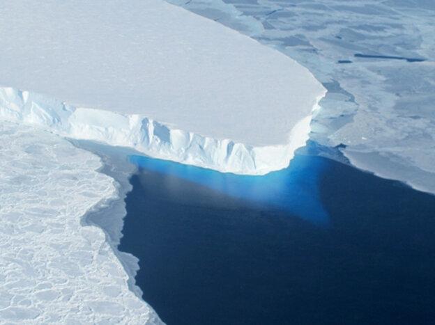 A NASA photo shows the Thwaites Glacier i