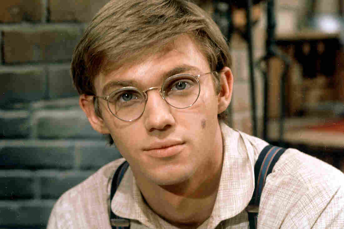 Actor Richard Thomas starred as John-Boy Walton in the CBS television series The Waltons.