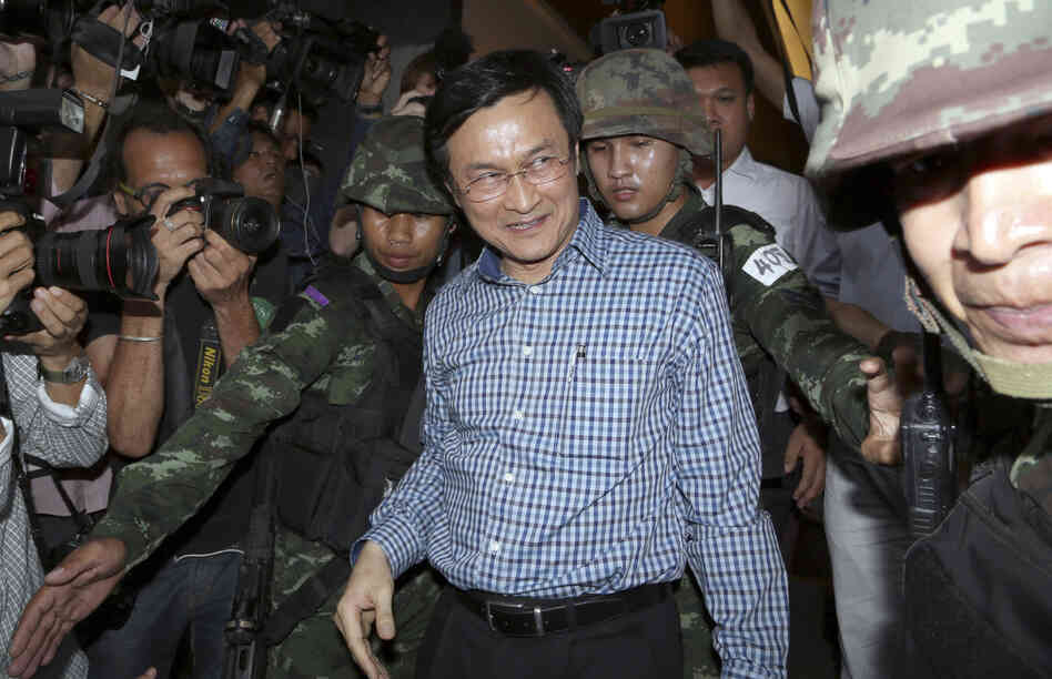 Former Thai Education Minister Chaturon Chaisang (center) was detained by soldiers after speaking at the Foreign Correspondents' Club of Thailand in Bangkok on Tuesday.