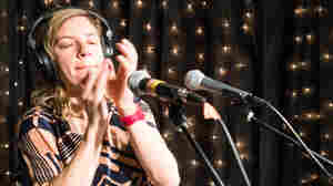 tUnE-yArDs performs live at KEXP.
