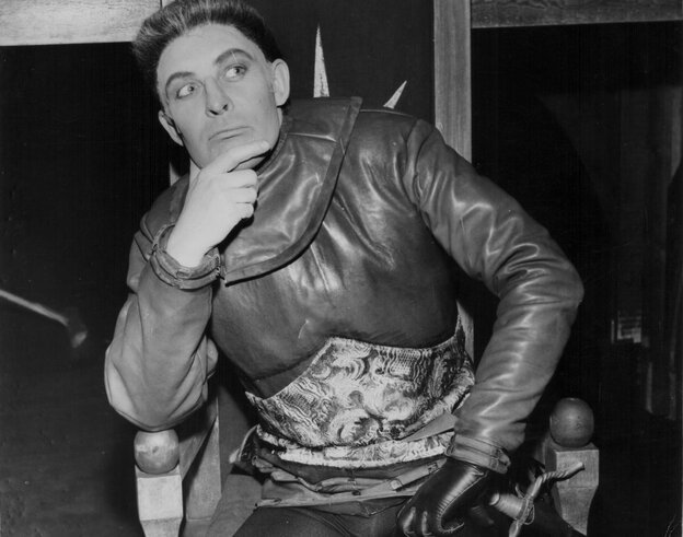 King Richard III, seen here portrayed by actor Paul Daneman in 1962, has often been described as a hunchback. A new study of his skeleton seeks to set the record straight about the monarch's condition.