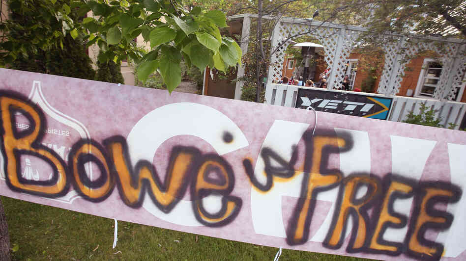 A sign announcing the release of Sgt. Bowe Bergdahl sits outside the Power House restaurant in Ha