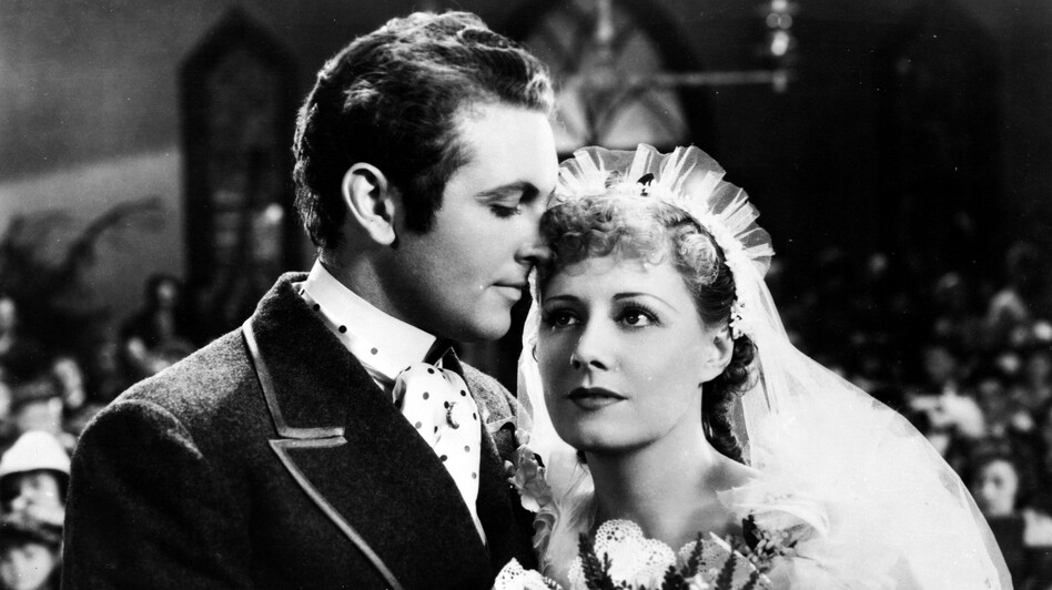 Allan Jones plays debonair leading man Gaylord Ravenal and Irene Dunne is the enchanting Magnolia in the 1936 film version of Show Boat, which has just been released on DVD. (Courtesy of Warner Bros. Digital Distribution)