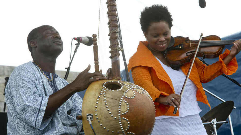 Regina Carter (right) with Yacouba Sissoko. (Newport Jazz Festival)