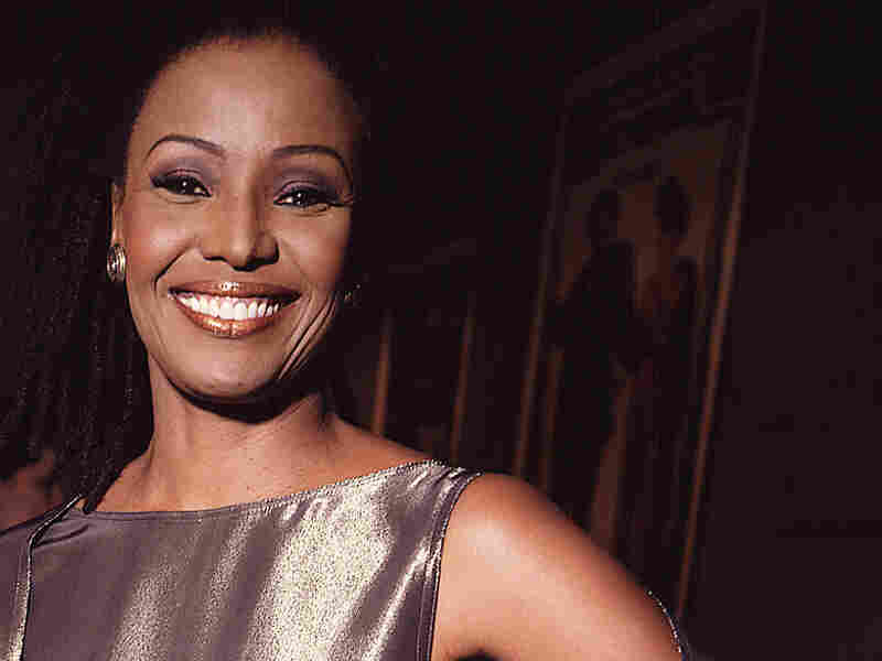 B. Smith attends an event in November 2000 in New York City.