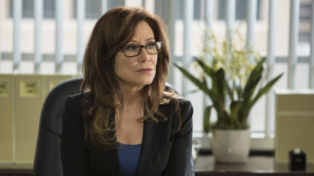 Mary McDonnell stars in Major Crimes, a good solid show that preserves the ensemble created in TNT's more successful drama The Closer.
