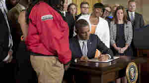Obama Signs Order Easing Student Loan Payments