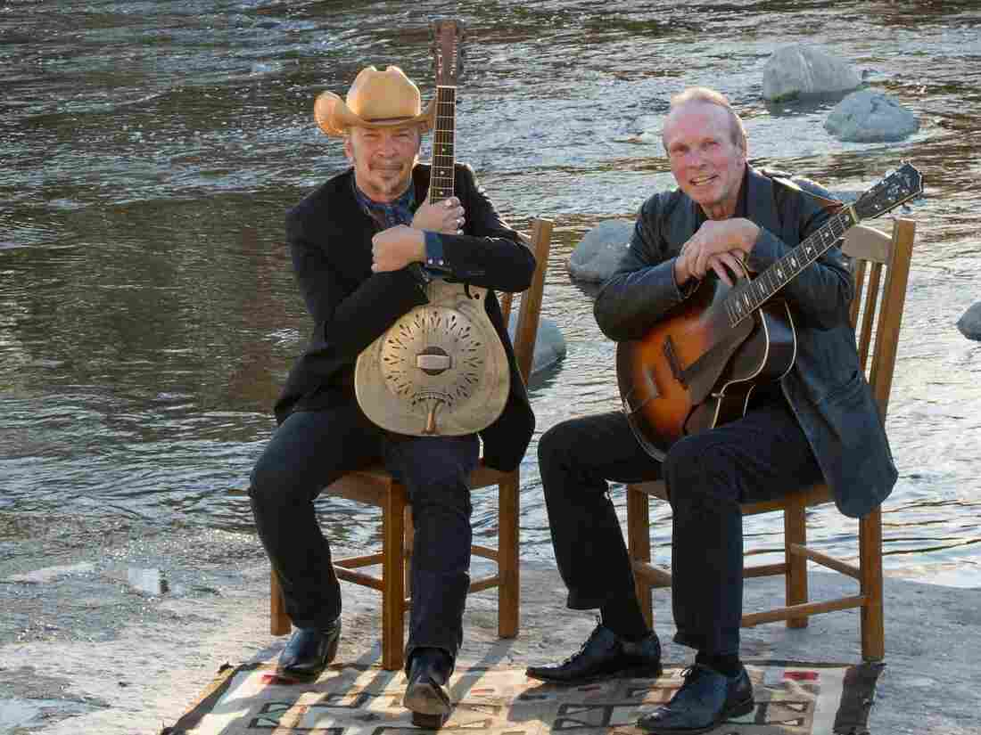Dave (left) and Phil Alvin.