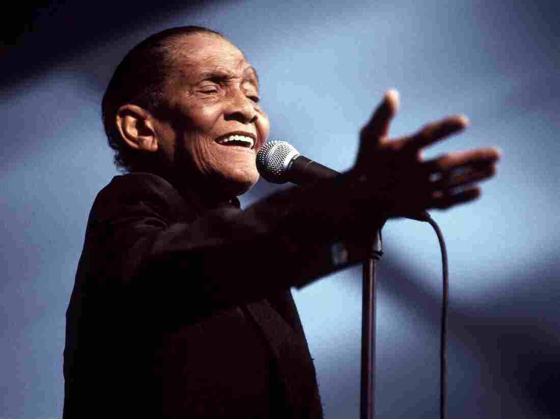 Jimmy Scott performs at the New Orleans Jazz & Heritage Festival in 2001.