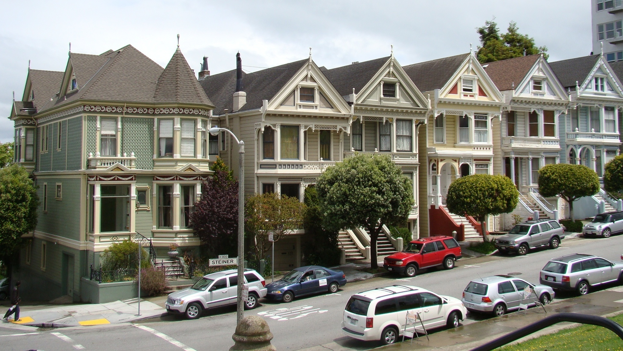 A San Francisco 'Painted Lady' Sells For $900K Under Asking Price