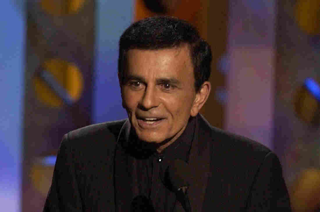 Casey Kasem accepts a Radio Icon award during the Radio Music Awards in 2003.